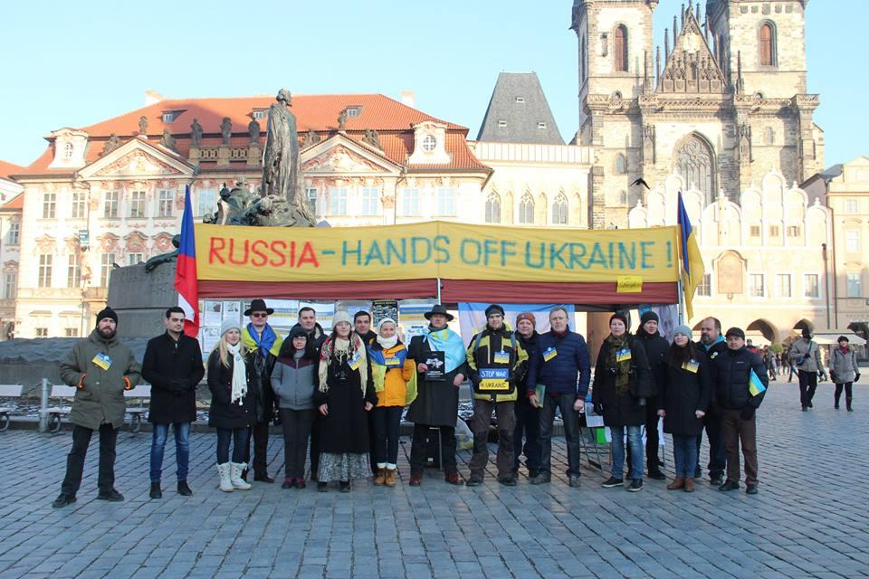 Столиця Чехії долучилася до всесвітнього протесту «Зупиніть війну Путіна в Україні»