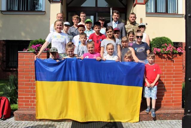 Діти загиблих військових відвідали Посольство України в Чехії